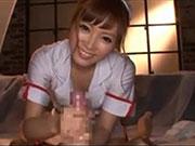 可愛いナースのコスプレギャルが笑顔でやみつきエッチな手コキマッサージ