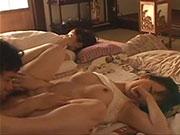 可愛い妹が彼氏と横で寝てる姉でバレないように声を押し殺しエッチ