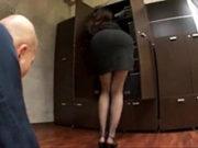 エロすぎる秘書のお姉さんがねっとりフェラでしゃぶり抜く卑猥業務!