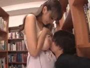 図書館でJカップ爆乳美女がパイズリで乳殺しちゃうぞ♪