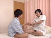 看護師が病室で腰をグラインドさせる騎乗位で筆おろし
