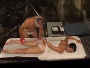 温泉でふんどし姿のマッサージ師に男根を打ち込まれる巨乳人妻
