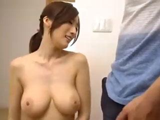 JULIA(Jカップ)チラ乳首浮きブラ若妻さん