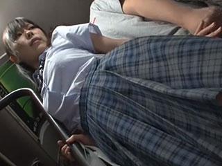 白石りん(Fカップ)巨乳JKが痴漢男の餌食に!女子校生のおっぱいをモミモミしたり乳舐めしたり