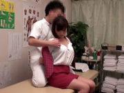 藤咲葵(Eカップ)丸の内の美乳OLを肉棒マッサージ!猥褻施術に体を敏感反応させピクピク