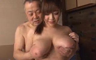 Kカップ巨乳介護士の乳揉みおっぱい介護 新山らん