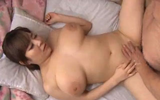K-cup巨乳介護士の正常位セックス介護 新山らん