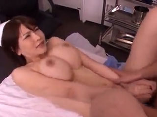 沖田杏梨 超爆裂Kカップ!爆乳ナースが柔らかオッパイを揺らしてセックス治療