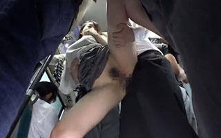 蓮実クレア 満員バスで人妻のおっぱいが密着!たまらず巨乳に貪りついてハメる_3