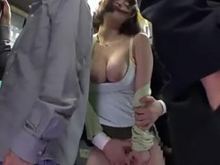 篠田ゆう(Fカップ)満員バスで買い物帰りの巨乳妻を痴漢する