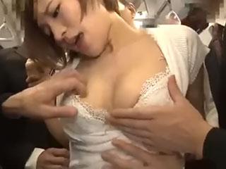夏希みなみ(Fカップ)媚薬効果で絶倫痴女化!ショートカットの巨乳お姉さんを中出し痴漢