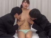 生徒2人に両乳首を舐められるGカップ美巨乳の女教師 三原ほのか