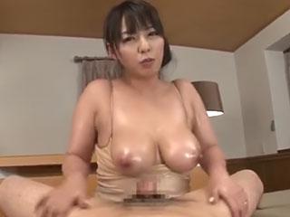 肥大したデカ乳首がいやらしい爆乳ママ 村上涼子