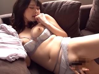 敏感な美乳美女のエロティックなエッチ 内川桂帆