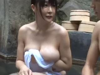 混浴温泉で巨乳姉と弟が中出し近親相姦に! 羽生ありさ