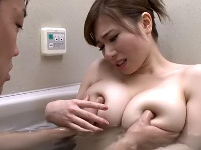 柔らか乳房に指をめり込ます 千乃あずみ