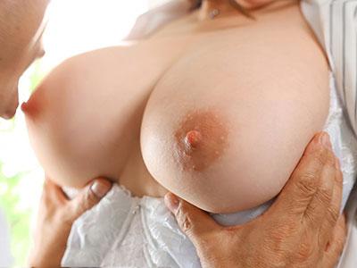 人妻秘書・叶愛ちゃんのおっぱい舐めたい♪