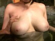 Hカップおっぱいをモミモミされる巨乳若妻 菜月アンナ
