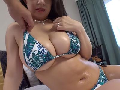 Jカップ爆乳なグラビア妻 織田真子